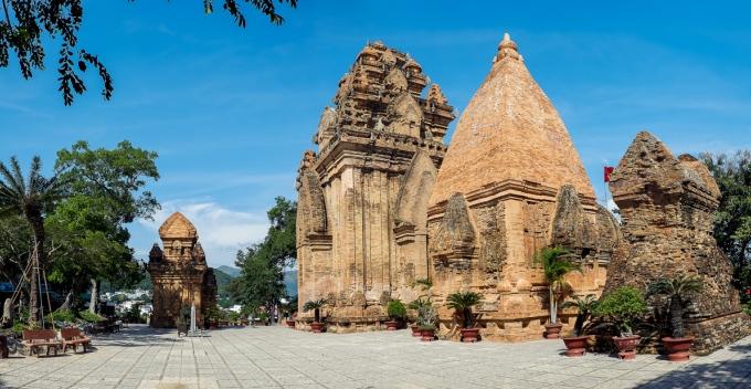 Башни Чамов в Нячанге, Вьетнам