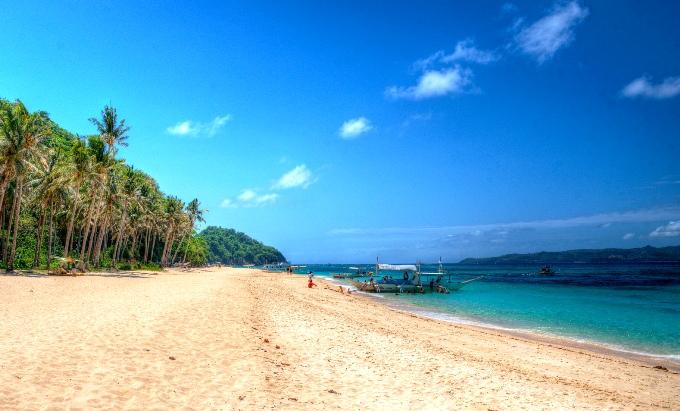 Пляж Пука на севере Боракая