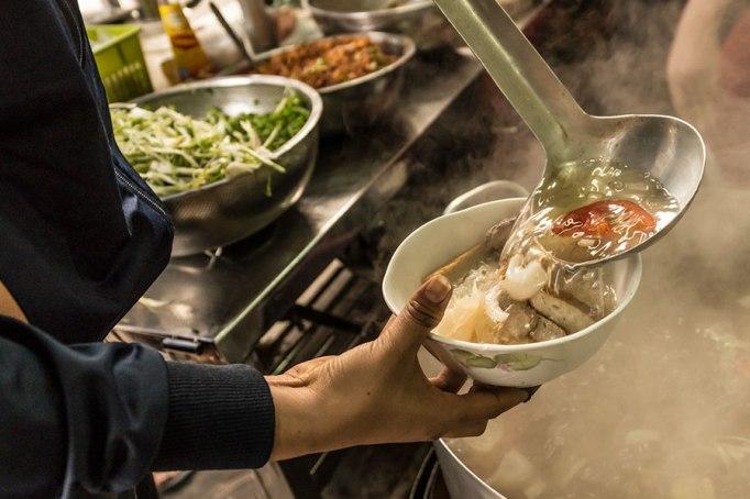 Стоимость еды в местных кафе Нячанга и Вьетнама