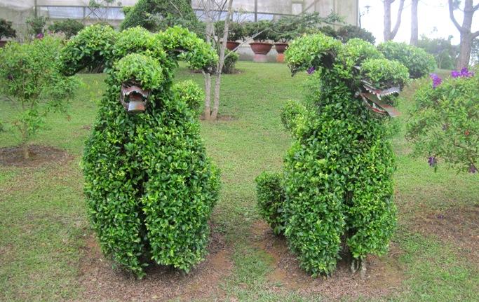 Фигуры животных в парке цветов Далата