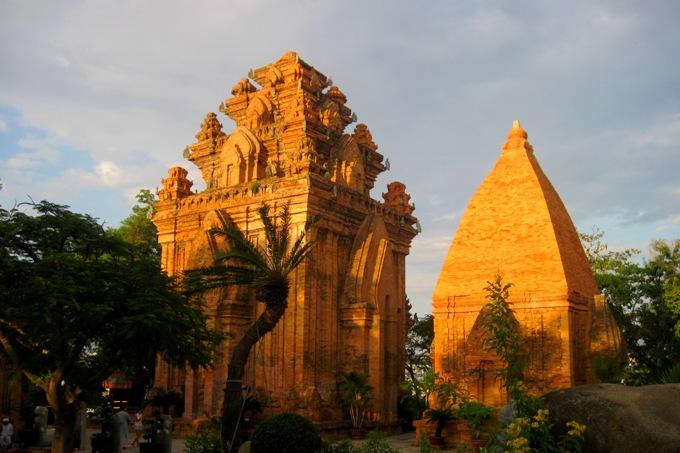 Чамские башни Понагар в Нячанге