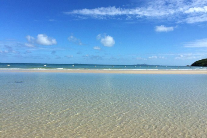Море у Военного пляжа в Паттайе, фото