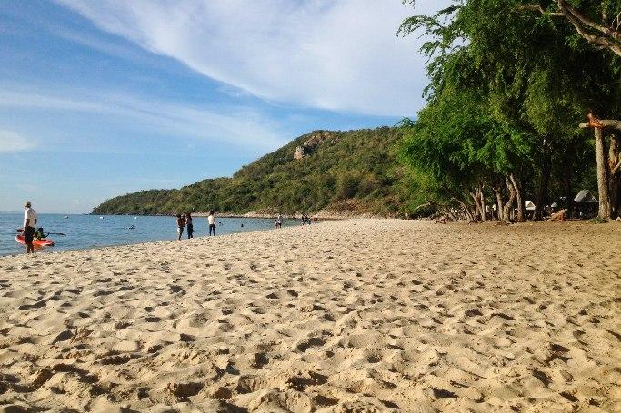 Песок на военном пляже (Сай Кео)
