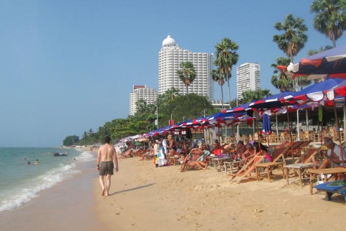Чистый пляж Вонгамат, Паттайя