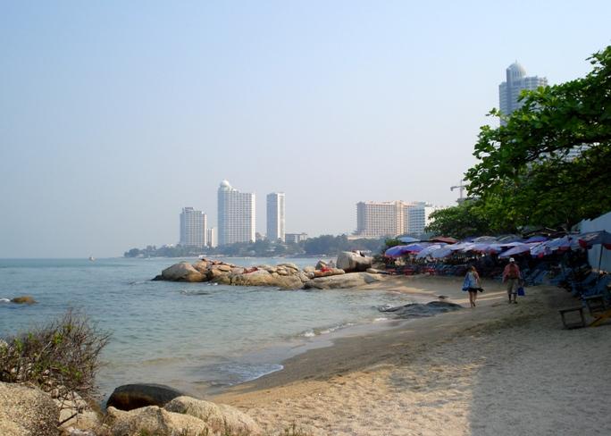 Песок на пляже Наклуа в Паттайе