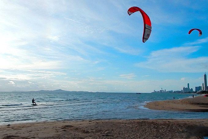 Активный отдых на пляже Джомтьен