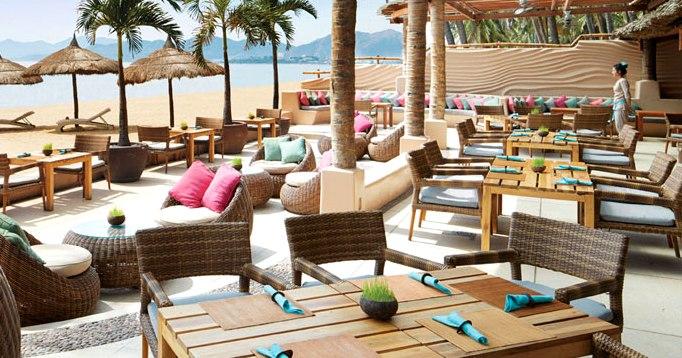 Ресторан на пляже в Нячанге Sandals Restaurant
