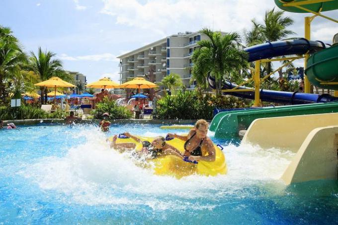 Лучшие отели Пхукета с аквапарком и водными горками