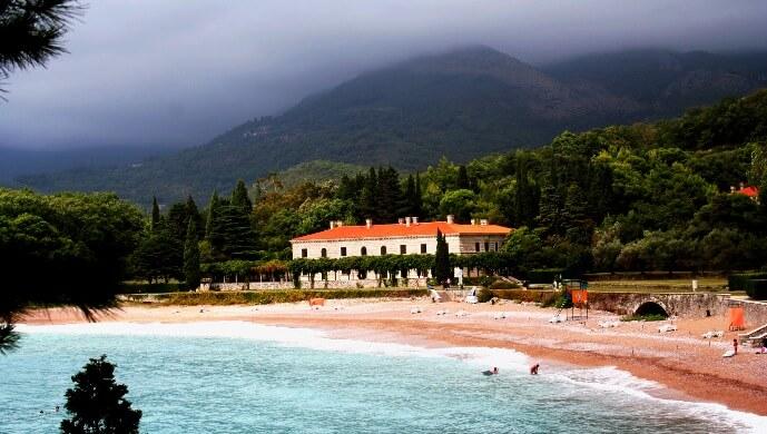 Лучшие отели Черногории для отдыха с детьми