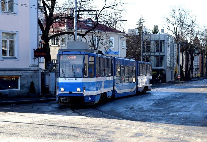 Как доехать из аэропорта Таллина до Старого города