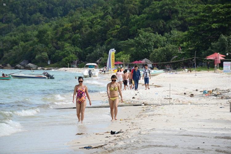 Туристы на острове Фукуок, Вьетнам